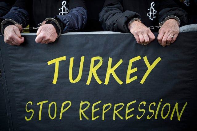 Turkey : Free Human Rights Defenders